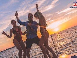 Galerie von: Oceanbeat Sunset Catamaran